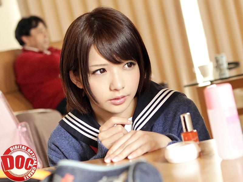 【麻里梨夏】無防備でエロいロリの女子校生JK、麻里梨夏の中出しフェライタズラプレイがエロい。