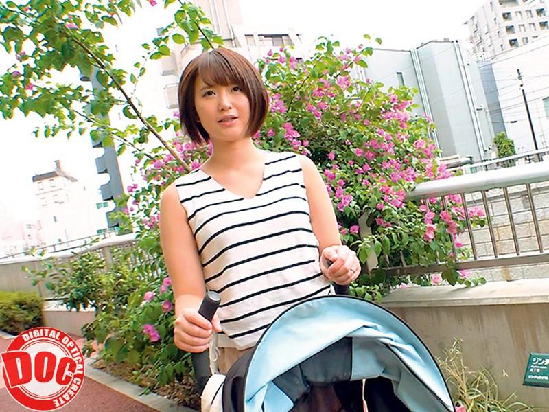 育児に忙しいベビーカー巨乳ママが授乳手コキからの常におっぱい吸わせる生ハメ授乳SEXで童貞筆おろし! キャプチャー画像 5枚目