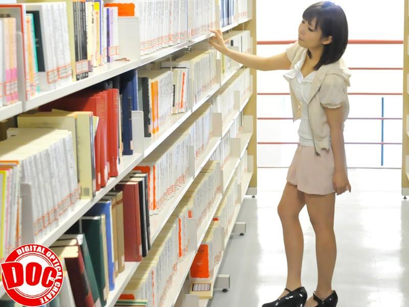 静寂な図書館で感じすぎて声を押し殺すウブ娘[118tls00004][TLS-004] 1