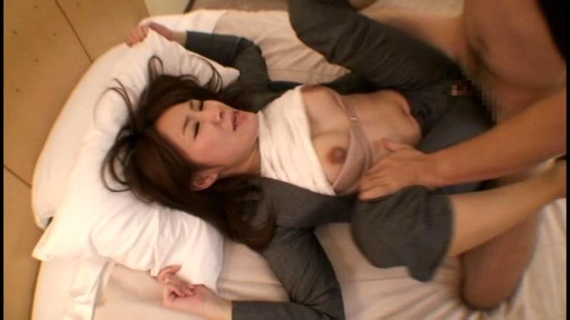 働くオンナ獲り 【パンツスーツの美脚OLをハメ廻せ!!】 vol.1 画像9