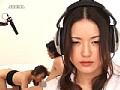 男女の性行為をヘッドホンで聞く女 2