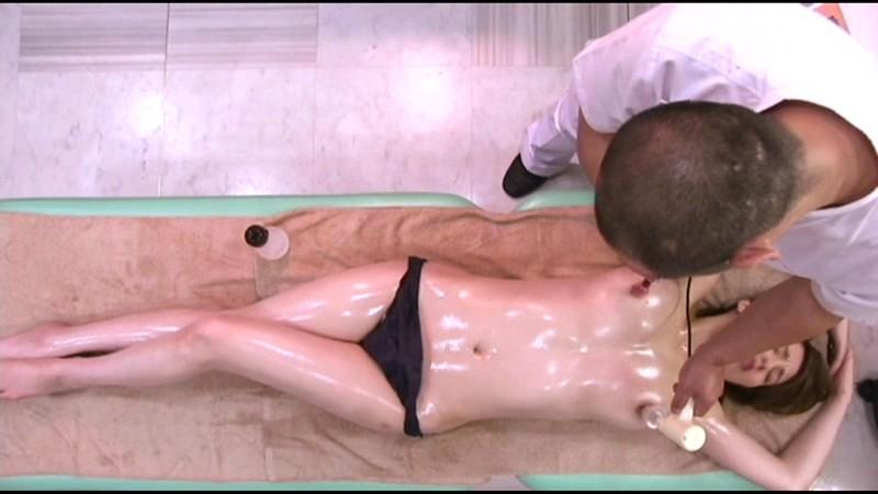 だまされた無垢な田舎娘 シロムチ巨乳女子大生上京オイルマッサージ サンプル画像 10