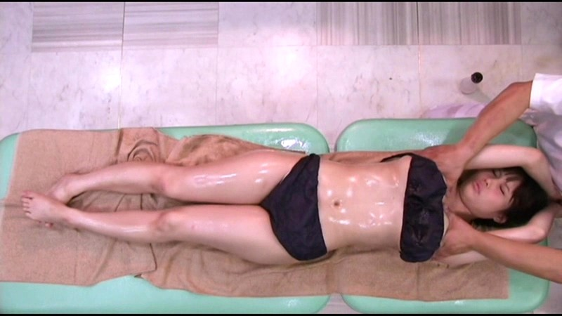 だまされた無垢な田舎娘 シロムチ巨乳女子大生上京オイルマッサージ サンプル画像 3