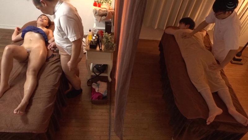 隣で旦那が寝てるのに、カーテン越しに寝取られるヌルテカボインっ!!猥褻オイルマッサージで硬チンほしがる完墜ちミセス達の我慢アクメ!!