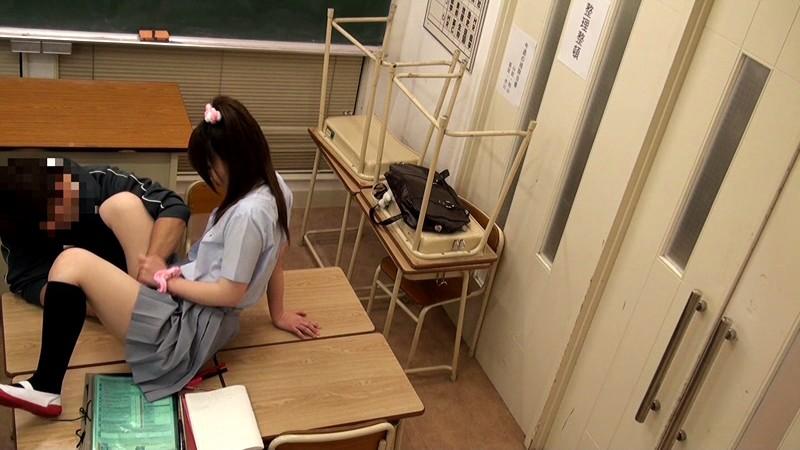 ママが傍に居るのにもかかわらず…放課後の教室で先生に痴●されてオマンコを濡らしているロリ娘はそのままチ●コを入れられても拒めない[12val00004][VAL-004] 10