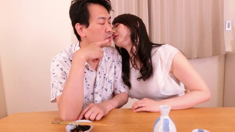 """【エロVR】フェロモン満点の人妻""""二階堂ゆり""""と夫が寝ている横で中出しセックス"""