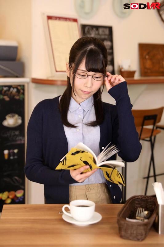 【VR】清楚系地味子が実はビッチ 耳元で官能小説を読みながらまたがって腰を振ってくる! キャプチャー画像 2枚目