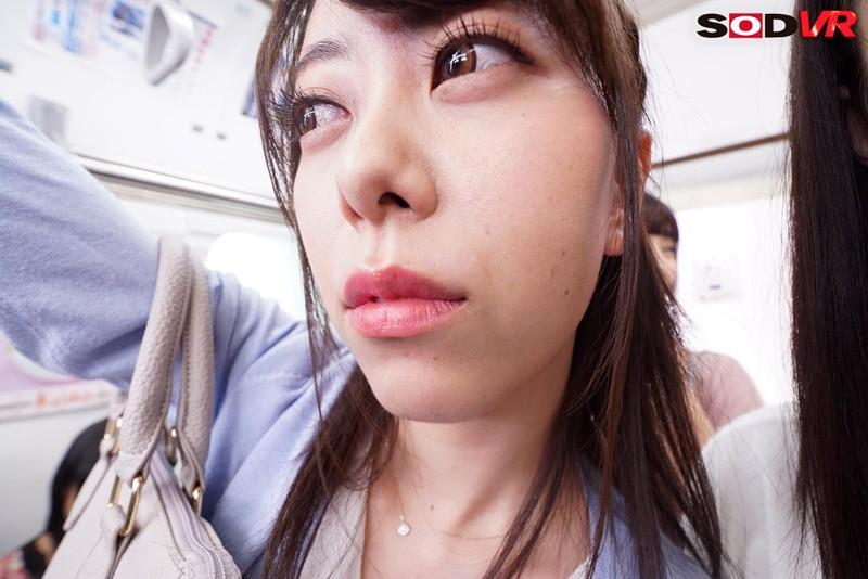 【VR】僕の周りは女性ばかり!ギュウギュウ車内で顔面目前キス寸前! 満員電車ラッキーポジションVRのサンプル画像