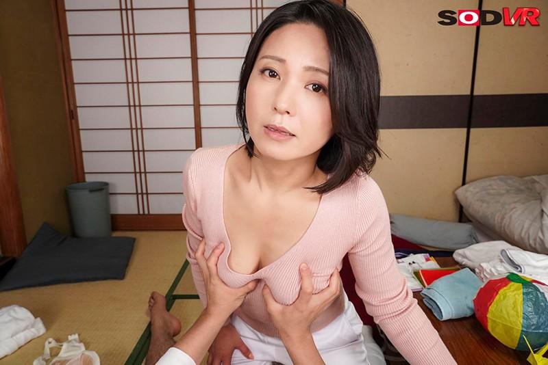 【VR】介護VR 唾液飲ませ・母乳授乳・柔尻柔乳もみリハビリ・幸せ中出し… 元気も性欲も満たせてくれる熟女訪問サービス 介護VR 綾瀬麻衣子