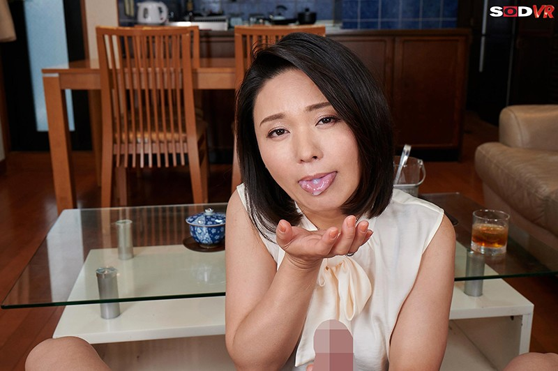 【VR】バレたらクビ確定!社長の奥さんが性欲凄すぎて、10発こっそり誘惑時短中出しされちゃいました。 綾瀬麻衣子 画像5