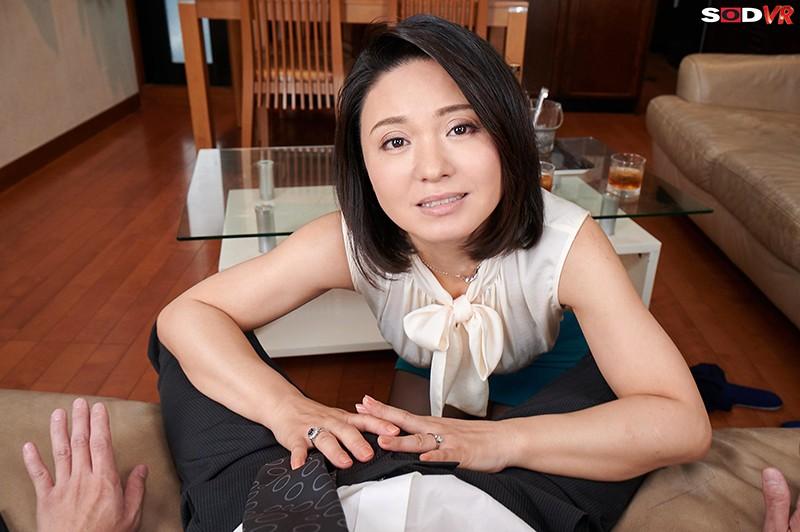 【VR】バレたらクビ確定!社長の奥さんが性欲凄すぎて、10発こっそり誘惑時短中出しされちゃいました。 綾瀬麻衣子 画像6