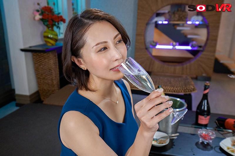 【VR】部下であるボクが高級タワーマンションに招かれてー 女社長と時間を忘れるほど濃密な高級ランジェリー不倫情交 CEO佐田茉莉子 41歳4