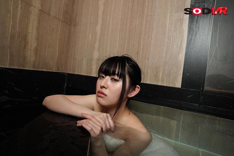 【VR】初めての温泉旅行でドS彼女をイカせたい!…の予定が倍返し痴女モードで一滴残らず精子を絞り取られてヤラれまくった僕…。 柊木楓 画像2