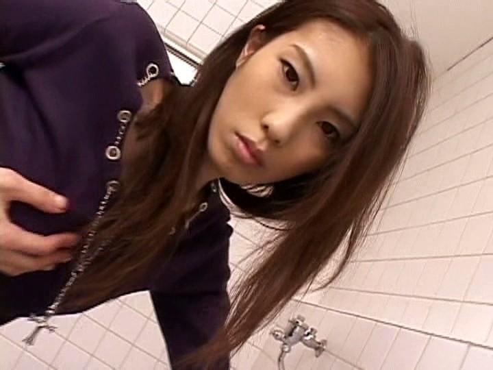 モデル系!長身スレンダー美女の放尿・飲尿レズビアン 画像1