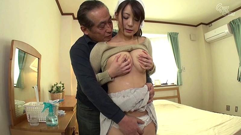 巨乳のお姉さん、橘優花の凌辱イタズラ胸チラプレイエロ動画。いいおっぱいですね!【おっぱい】