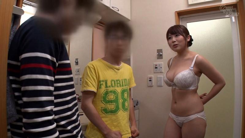 スケベな巨乳のショタ人妻、霧島さくらのセックスパイズリフェラ無料動画。【寝取られ動画】