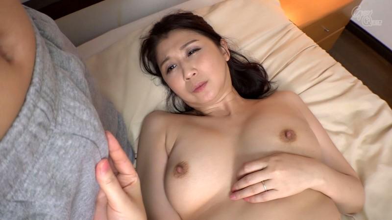 姑の卑猥過ぎる巨乳を狙う娘婿 吉岡奈々子 キャプチャー画像 5枚目