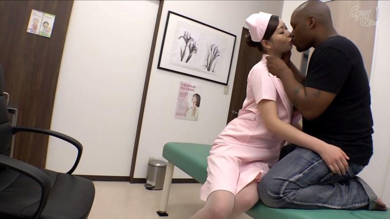 入院中の黒人のデカマラに疼いてしまった看護師の私… 葵百合香 の画像7