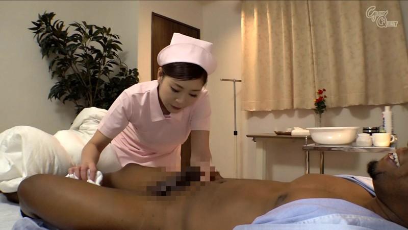 入院中の黒人のデカマラに疼いてしまった看護師の私… 葵百合香 の画像18