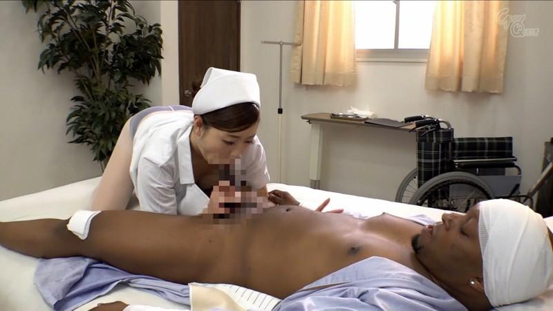 入院中の黒人のデカマラに疼いてしまった看護師の私… 葵百合香 の画像13