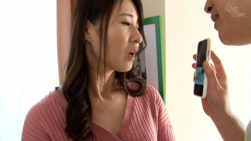 家庭内の至る場所で娘婿にアナルを仕込まれる美熟妻 北川礼子 3枚目