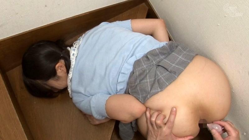 家庭内の至る場所で義父にアナルを仕込まれる純情娘 水嶋アリス 7枚目