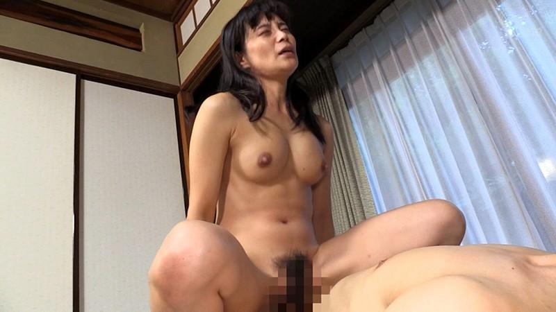 地味なおばさんが一番どすけべ 平岡里枝子 11枚目