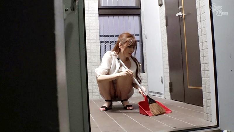 ノーブラノーパンで挑発してくるスケベ奥さんが隣に引っ越してきた! 夏希まろん1