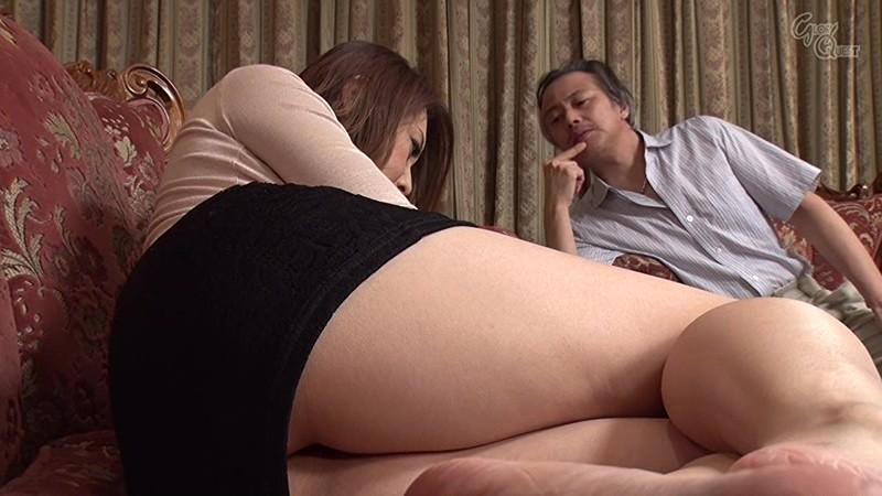 ドキッ!いつも見慣れているはずの巨乳妻の乳首がチラッと見えて旦那発情! サンプル画像 11