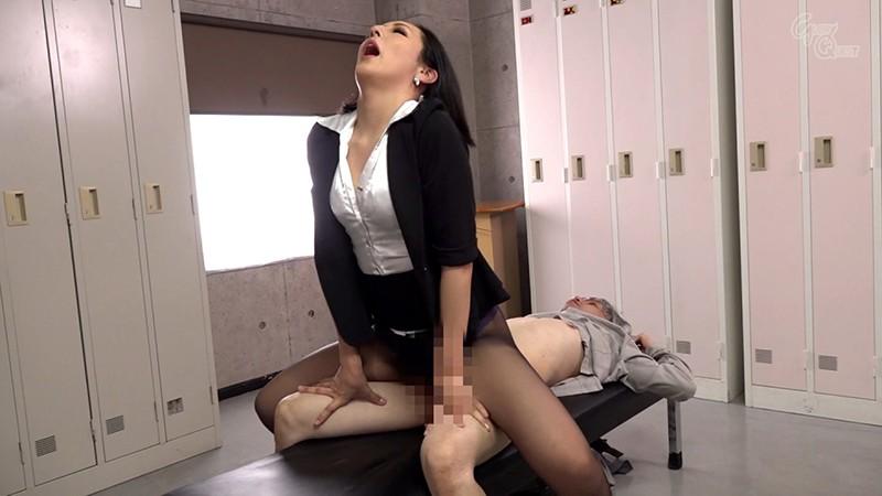 様々なシチュエーションで痴女たちが男を上から目線で陵●する騎乗位!パンストを見せつけ破れた穴からパンティずらして強●挿入!3