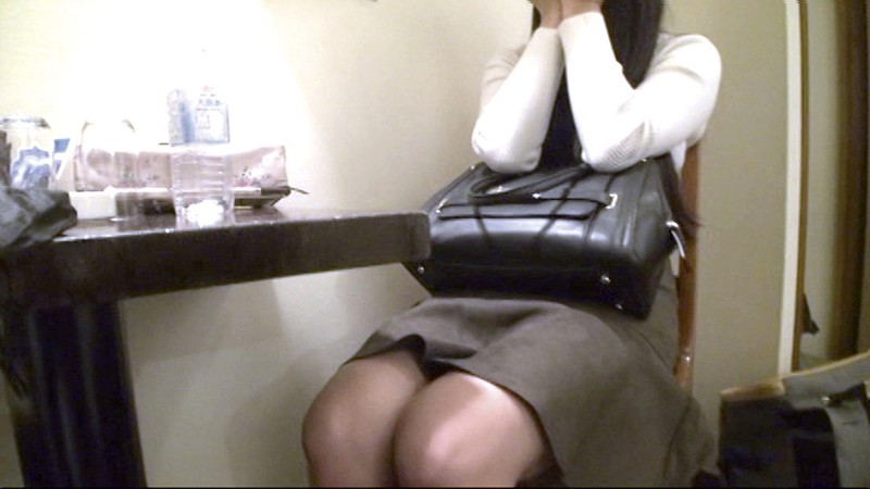 【緊急指令】素人女性を口説いてSEXしてAV作品を作れ!「終電逃した女性を駅前でナンパしてみた」編04 1枚目