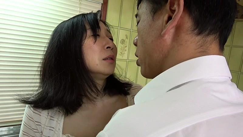 恥辱に濡れる熟女 娘の結婚式の夜、五十路母は新郎に… 夫の上司に何度も中出しされ、壊れてゆく妻 17枚目