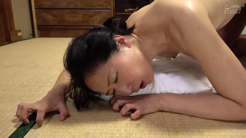 自慰では満たされぬ五十路熟女の濡れ穴 愛に飢えた五十ござ破りの家政婦 大阪の人妻は夫の部下と一晩中… 11枚目