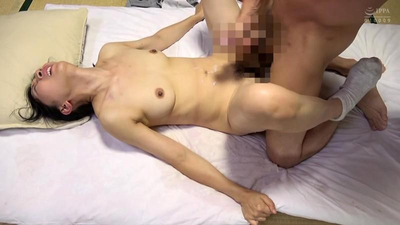 自慰では満たされぬ五十路熟女の濡れ穴 愛に飢えた五十ござ破りの家政婦 大阪の人妻は夫の部下と一晩中… 12枚目