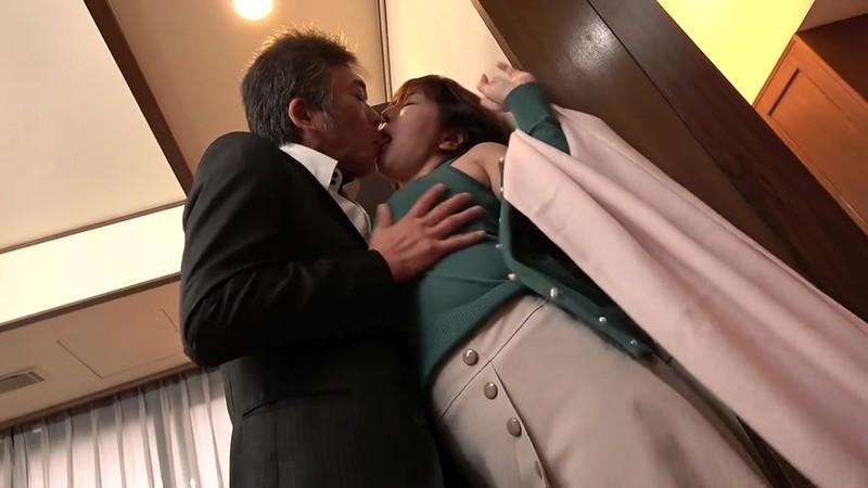 熟女 愛と欲情の昼下がり エレベーターに閉じ込められた五十路妻 主婦は不倫の快楽に溺れて… 12枚目