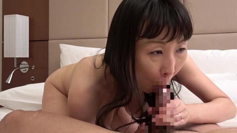 同窓会の後、熟れていい女になった憧れの五十路妻と… 「オチンチンがお尻の中で大きくなってるー!」 画像8