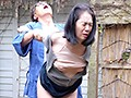昭和猥褻官能ドラマ 立ち小便を覗かれた義母は息子にモンペを剥ぎ取られ… イチジクを盗んだ隣の六十路妻を肉棒でお仕置き