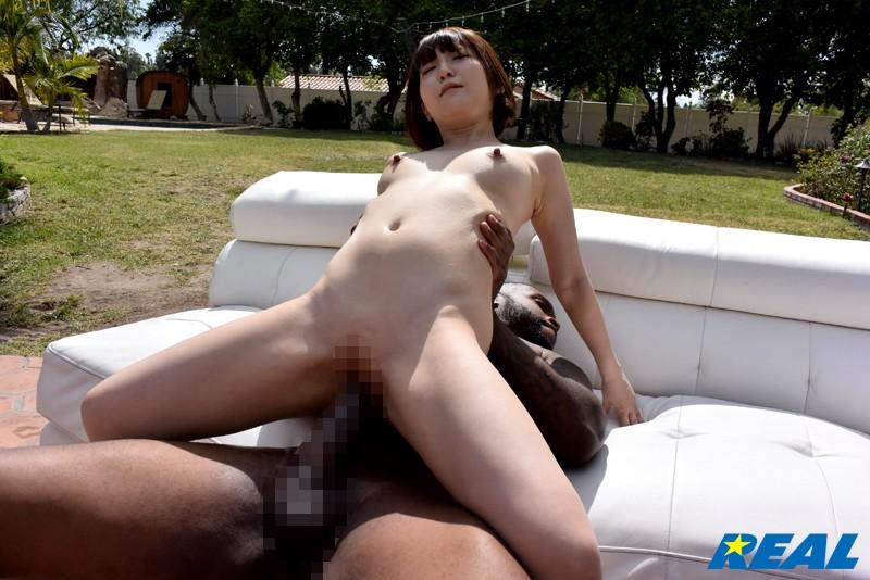 【巨根】童顔でエロいロリの美少女、佐倉絆のセックス絶頂潮吹きプレイが、野外で。