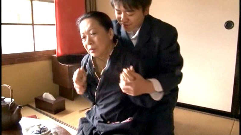旅館の[爆乳の仲居さん]が宿泊客に輪●されナマ中出し! 2 無料エロ画像2
