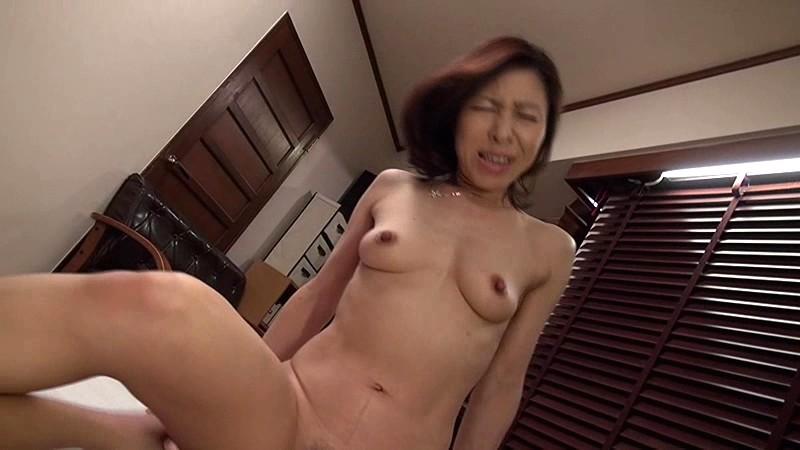 人妻AVデビュー 抱いたら折れそうな華奢なカラダにぷっくら乳首がイイねぇ〜 香田美子 画像19