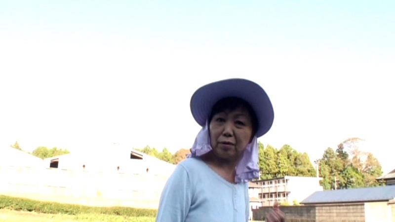 農道ナンパ 肥料香るあぜ道で見つけた極上のエロ熟女 寂しい田舎のおばちゃんたちは若い男の誘いに弱いのです[17srd00015][SRD-015] 16