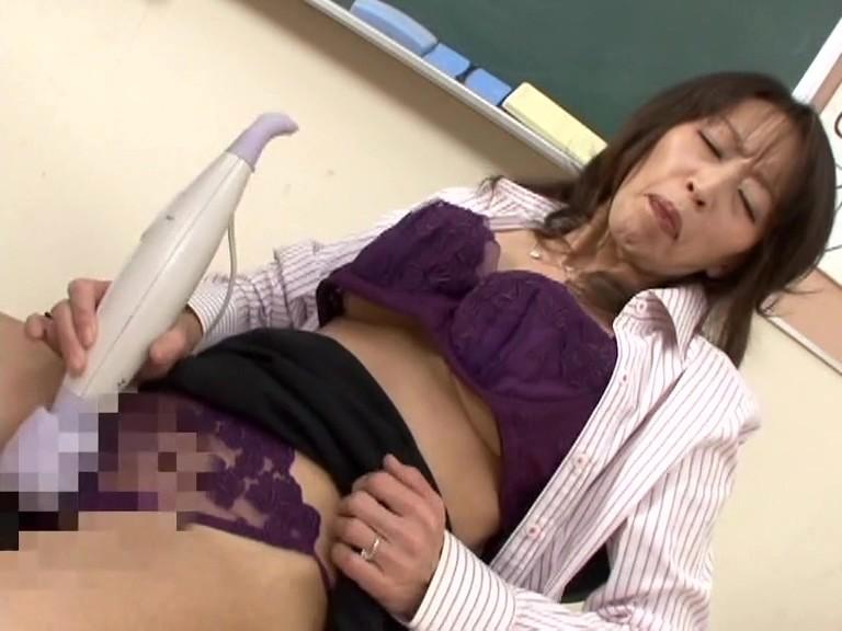人妻女教師 教え子と背徳の関係 塚本ひろな・佳恵 画像3