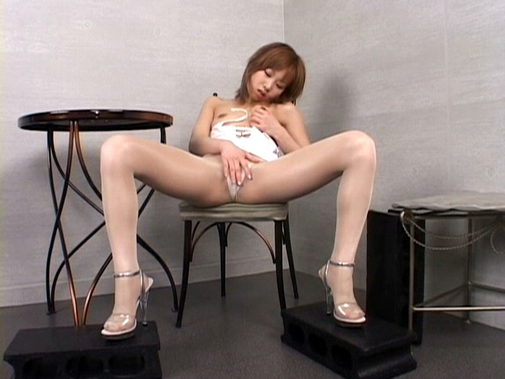 お姉さんが光沢パンストで卑猥・挑発・フェチオナニー 画像13