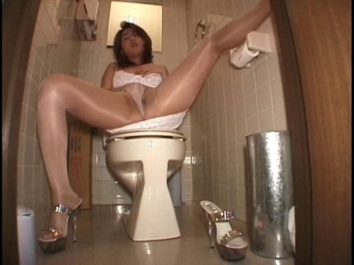 お姉さんが光沢パンストで卑猥・挑発・フェチオナニー 画像5