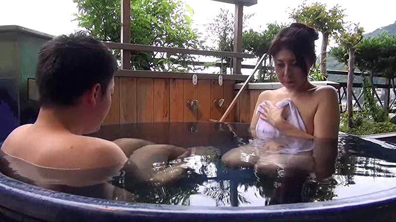 【熟女 アクメ】スレンダー美人でエロい巨乳の熟女人妻の、近親相姦フェラバックプレイが、旅館で。色っぽいですね!【エロ動画】