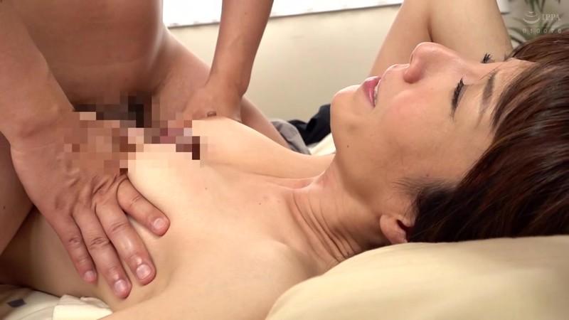 人妻の非日常生活 性的介護を要求してしまった夫人 澤村レイコ