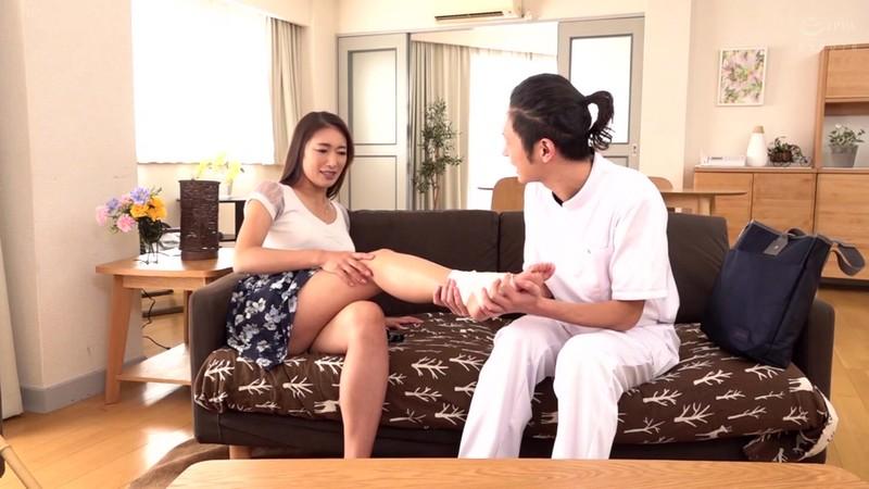 人妻の非日常生活 性的介護を要求してしまった夫人 小早川怜子 1枚目