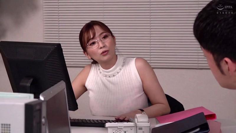 憧れの女上司と 鈴木真夕 1枚目