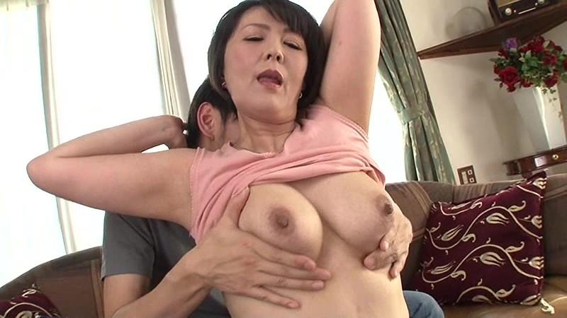母さんに乳房を揉んでとせがまれて… 円城ひとみ 1枚目