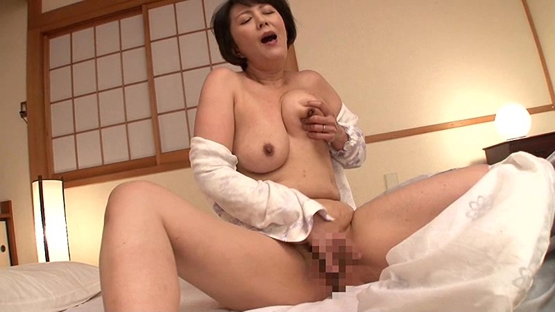 母さんに乳房を揉んでとせがまれて… 円城ひとみ 9枚目